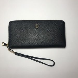 NWOT Tory Burch Emerson passport wallet